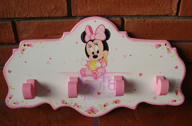 Lola artesan as perchero con minnie bebe pintadita - Percheros pared infantiles ...
