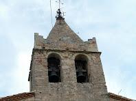 El campanar de torre amb la teulada d'agulla