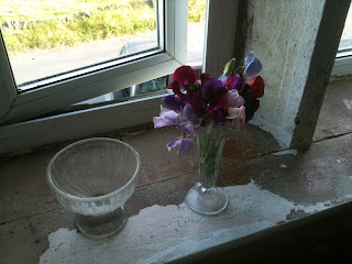 Sweet peas in the bedroom is better than any floral aerosol.