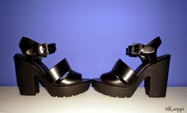 Sandalias en negro de Stradivarius 3