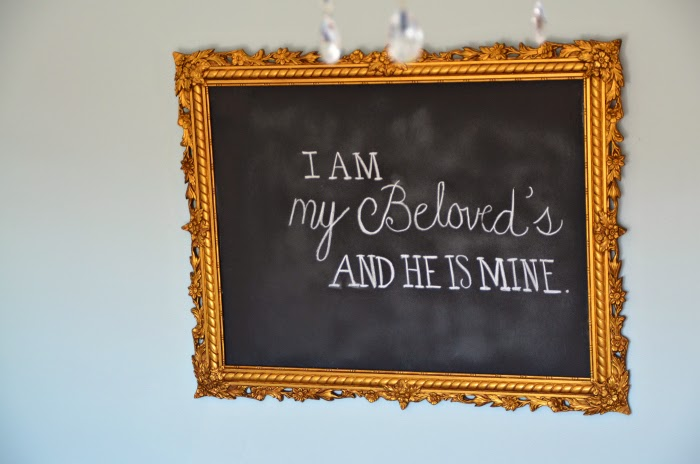 http://www.homestoriesatoz.com/decorating/how-to-make-an-easy-vintage-frame-chalkboard-black-chalkboard.html