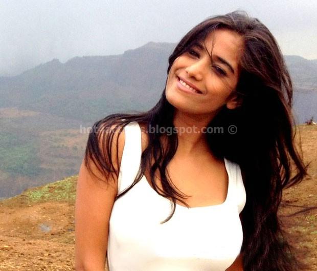 Actress poonam pandey latest photos