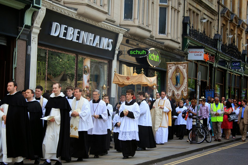 http://2.bp.blogspot.com/-TG8eRmCqtvE/U6VQOiycfcI/AAAAAAAAAFo/cgBB686pP7M/s1600/corpus+procession.jpg