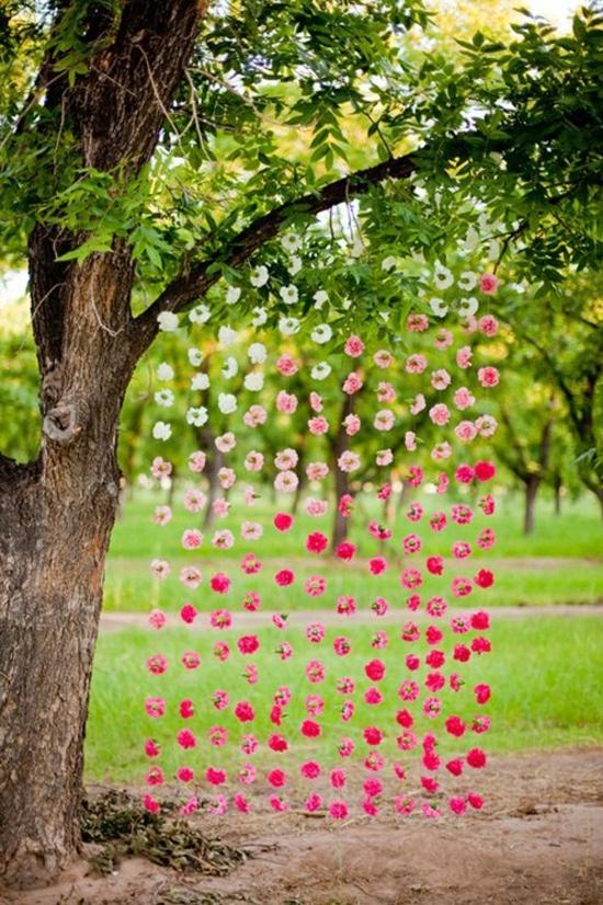 algo ms sencillito y econmico es hacer el fondo con flores de papel queda muy divertido y al igual que con las flores naturales slo tenis que