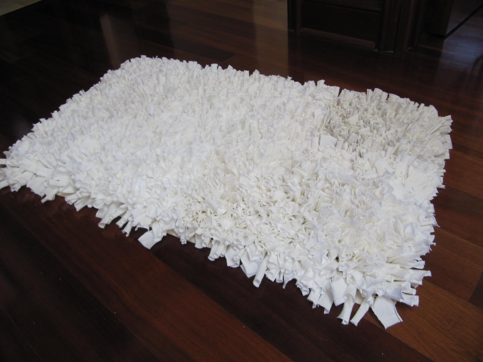 Laurie 39 s projects tee shirt rug for How to make rugs out of old t shirts