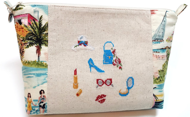 "cosmetic bag,Veronique Enginger, Sonia Roy ""Gravures de mode"""
