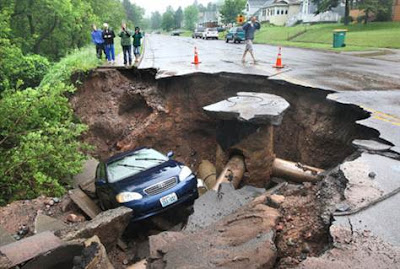 duluth_flooding_image_car_in_sink_hole_recent_natural_disaster