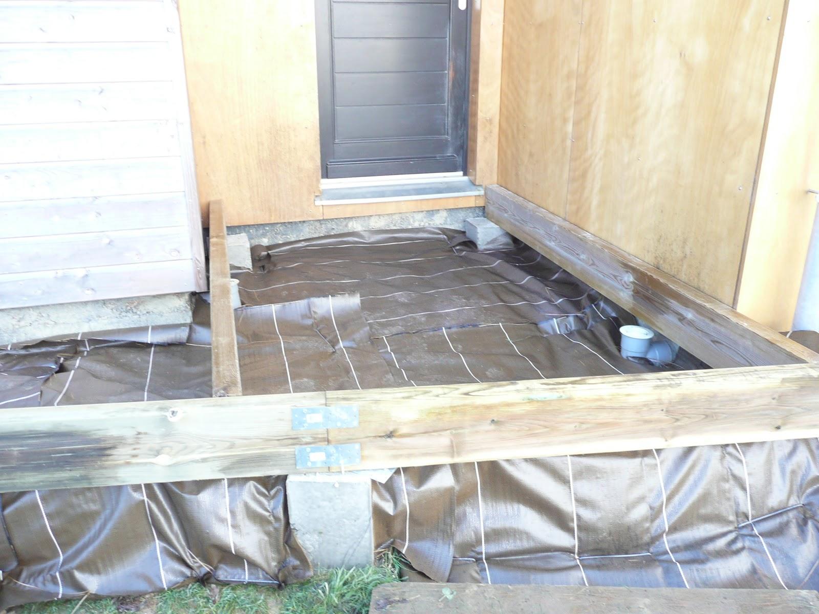 Notre maison en bois terrasse bois entree - Pose geotextile terrasse ...