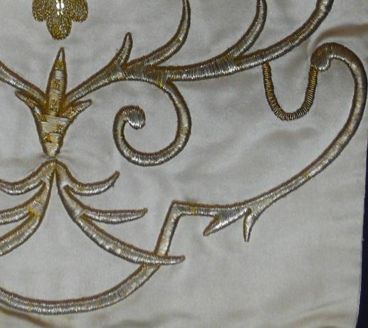 del bordado en cartulina del sudario de la cruz de Nuestra Madre