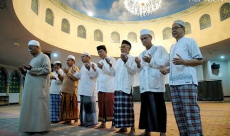 [KH Abdul Hamid] Keutamaan Shalat Subuh Berjamaah Yang Luar Biasa