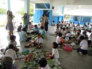 """กิจกรรมงานประดิษฐ์เพื่ออนุรักษ์วัฒนธรรมไทย """"วันลอยกระทง ๒๕๕๕"""""""
