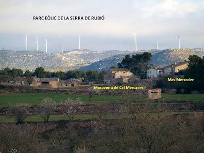 El mas Mercader i el Parc Eòlic de la Serra de Rubió des del veïnat de la Font  d'en Masarnau