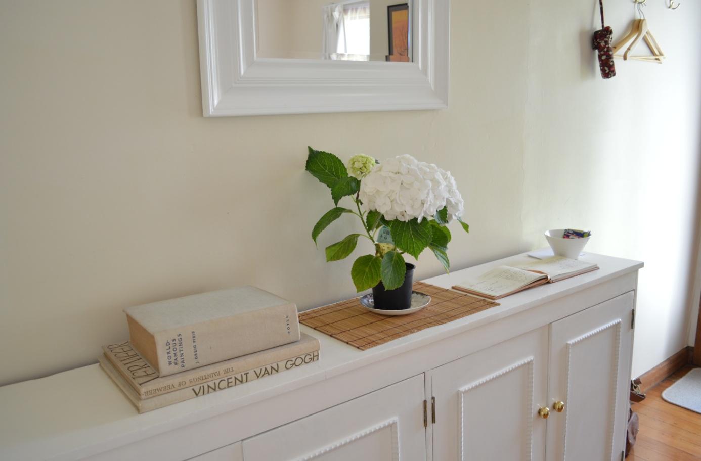 http://2.bp.blogspot.com/-THHVEuXEuyI/UIIURziZeNI/AAAAAAAAFgY/2BsgBKVb_UM/s1600/Living+room+buffet+change5.jpg
