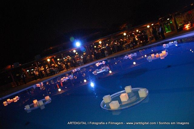 Piscina no casamento o que fazer for Velas flotantes piscina