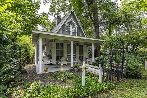 Vintage Farmhouse 1875 Cottage
