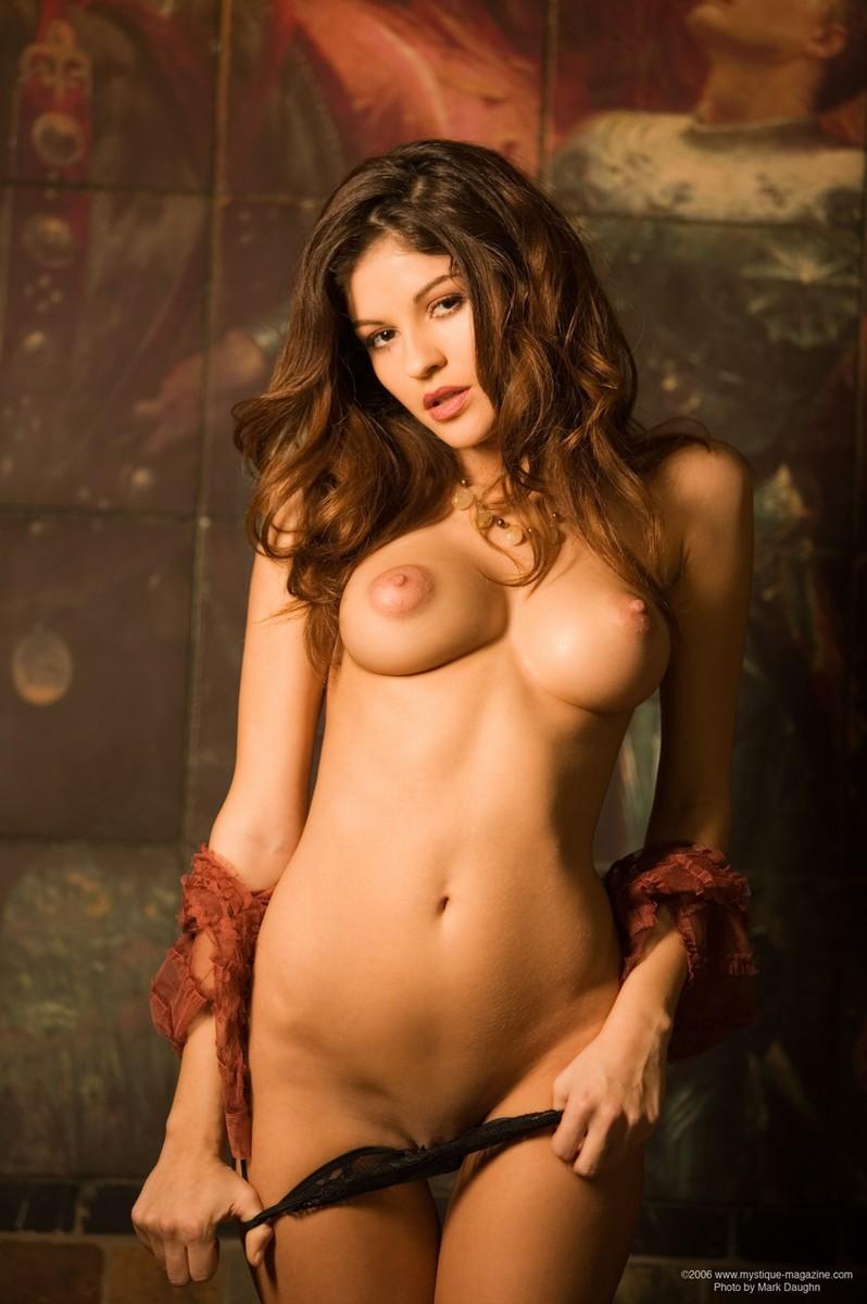 petite and curvy nude