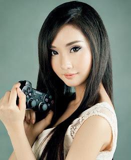 Wanita Cantik Asia Yang Memiliki Wajah Mirip Tokoh Komik
