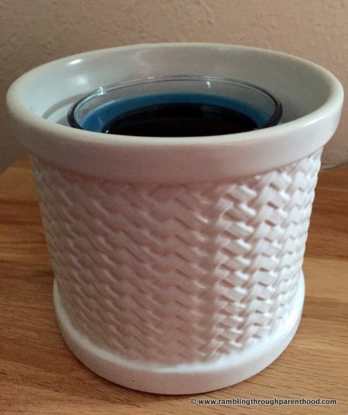 The basket weave on my Yankee Candle Scenterpiece Easy MeltCup Warmer
