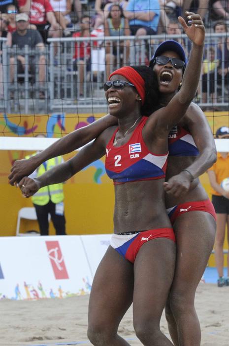 voleibol de playa de playa femenino en los XVII Juegos Panamericanos de Toronto, Canadá donde la pareja cubana compuesta por Leila Martínez y Lianma Flores,