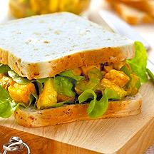 Bocadillos de Pollo al Curry con  Ensalada