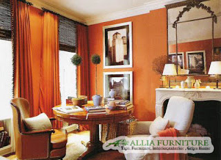 Warna fiery orange oranye api di ruang tamu