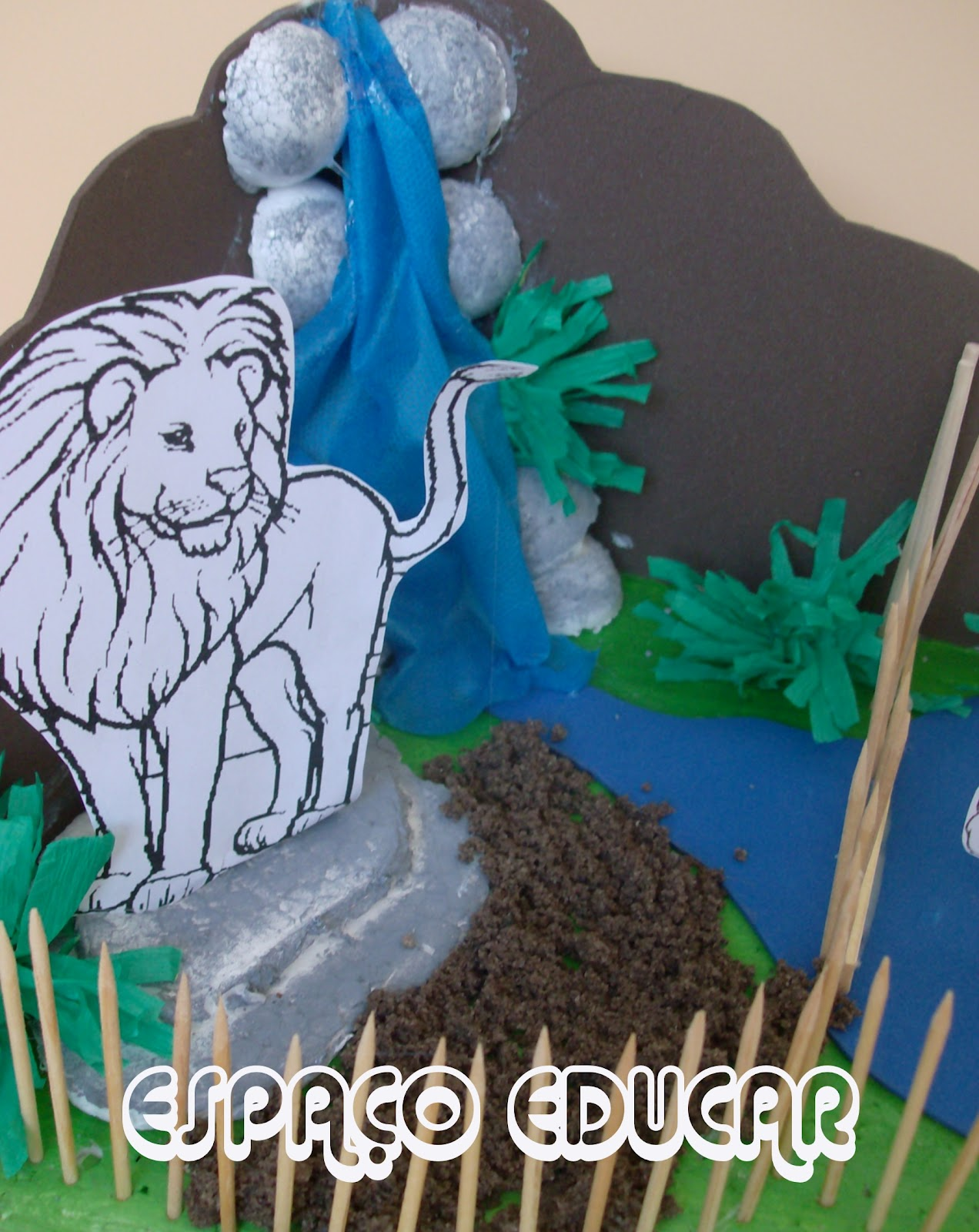 Espa o educar como fazer uma maquete de zool gico modelo for Mural de isopor e eva