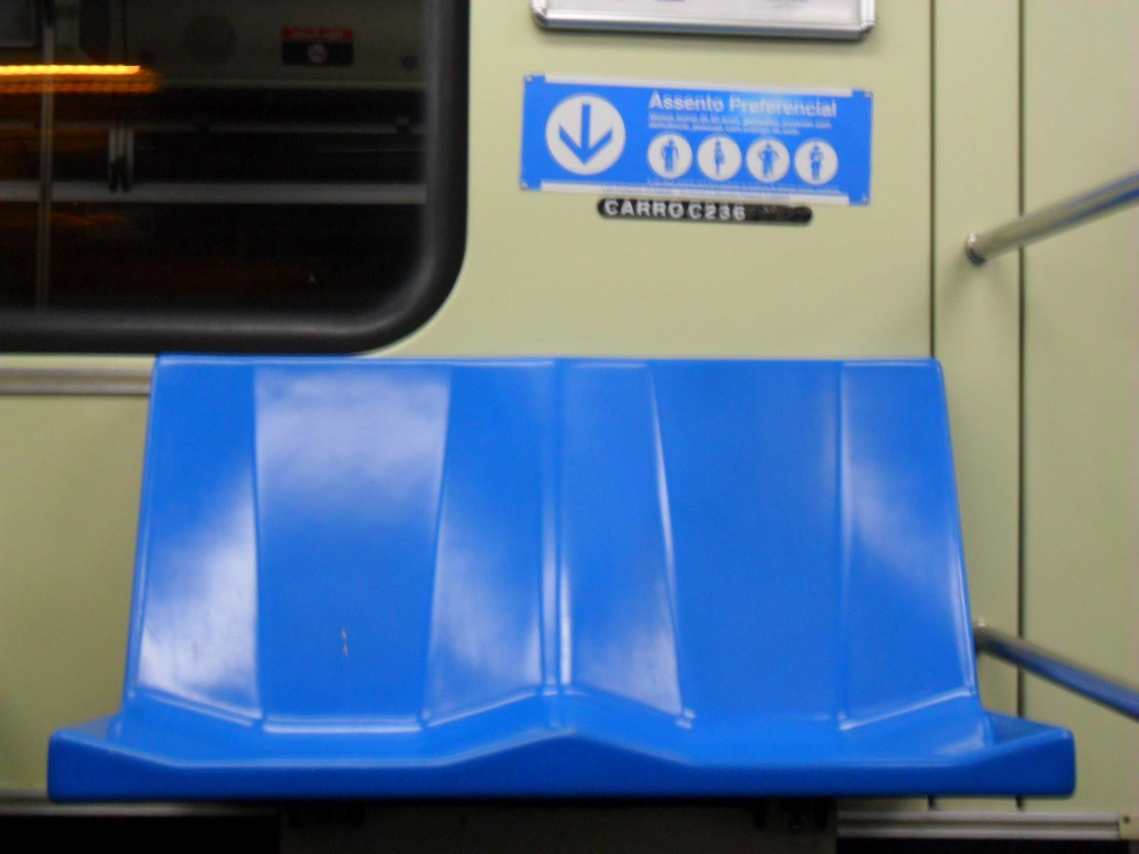 Metrô em Foco: Metrô faz campanha por assento preferencial #043088 1600x1200 Assento De Banheiro Para Idoso
