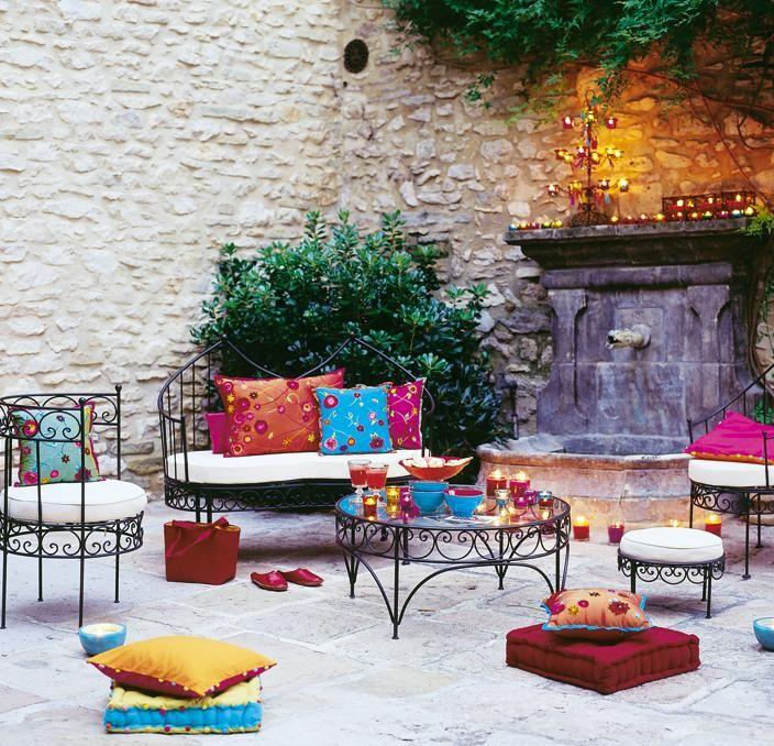 C mo decorar terrazas estilo marroqu decoguia tu gu a for Decoracion terraza piso bajo