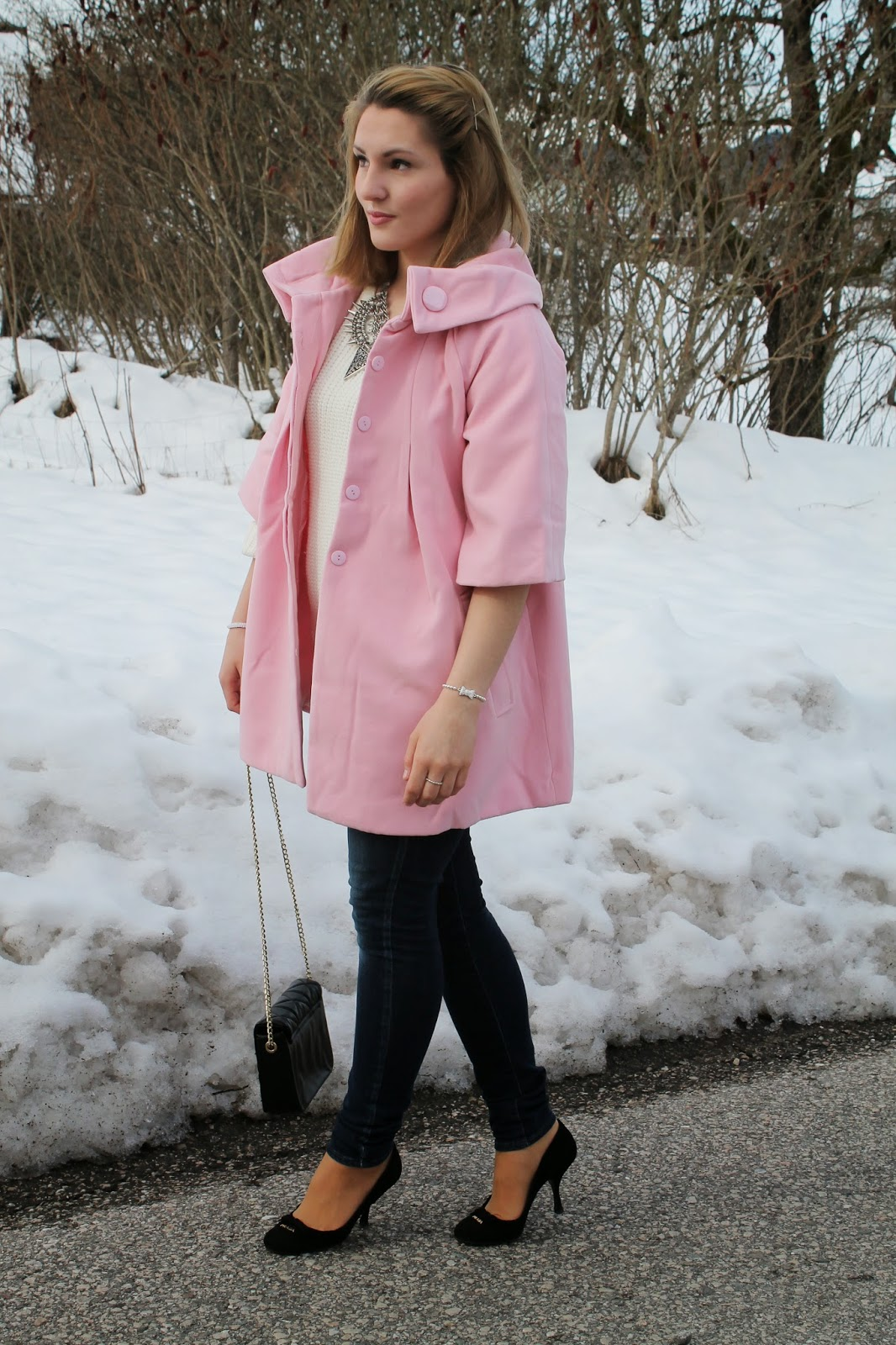 Fashion Blogger Austria Österreich Kärnten Carinthia Lavender Star Svetlana Pink Coat Winter Style Winter look Winter Outfit Spring 2014 Prada Pumps Zara Bag Tally Weijl White Sweater Zara Statement Necklace Statement Kette Siberne Kette Casual Look Edgy Elegant Bussines