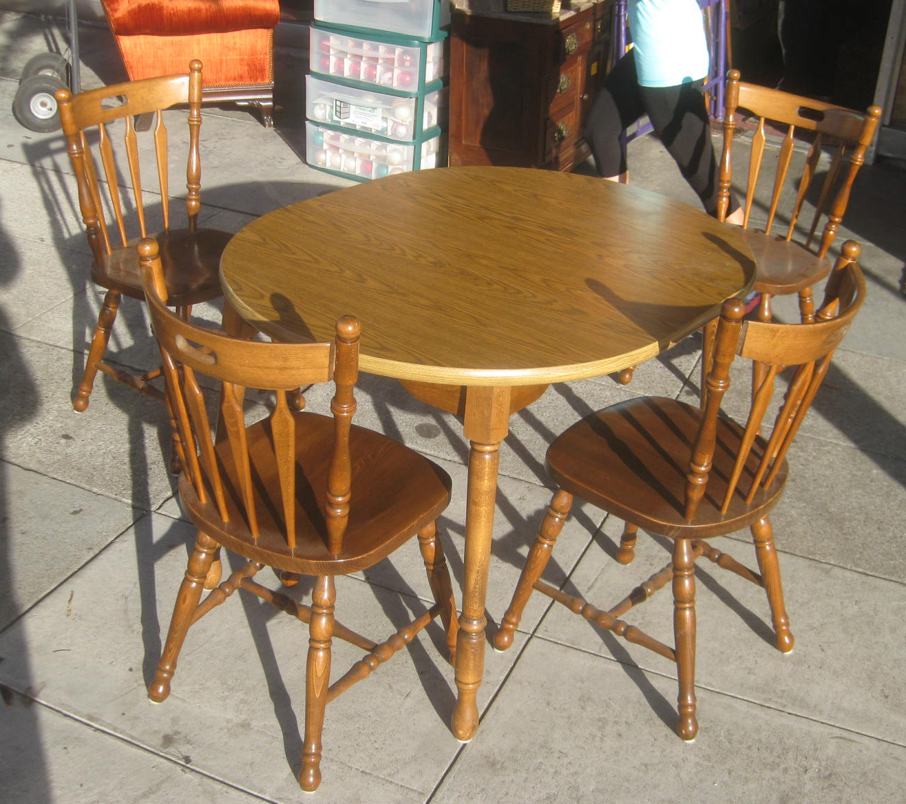 Uhuru furniture collectibles sold kitchen table and for Small kitchen table with 4 chairs