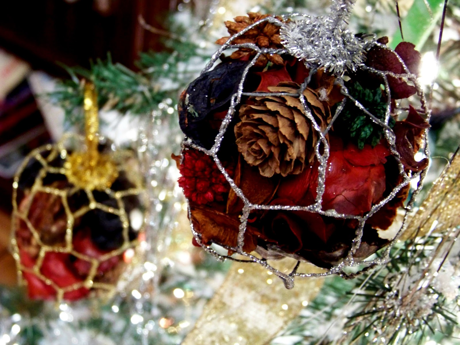 Chicken christmas ornaments - I Ve Never Really Thought About Chicken Wire In Any Sense Other Than Utilitarian Purposes Until The Other Day When I Was Shopping At A Christmas Store And