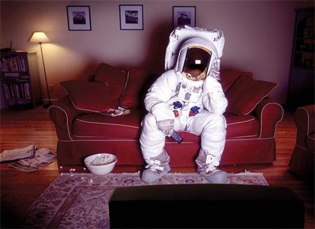 عکس فضانوردان چگونه می خوابند  عکس فضانوردان چگونه می خوابند