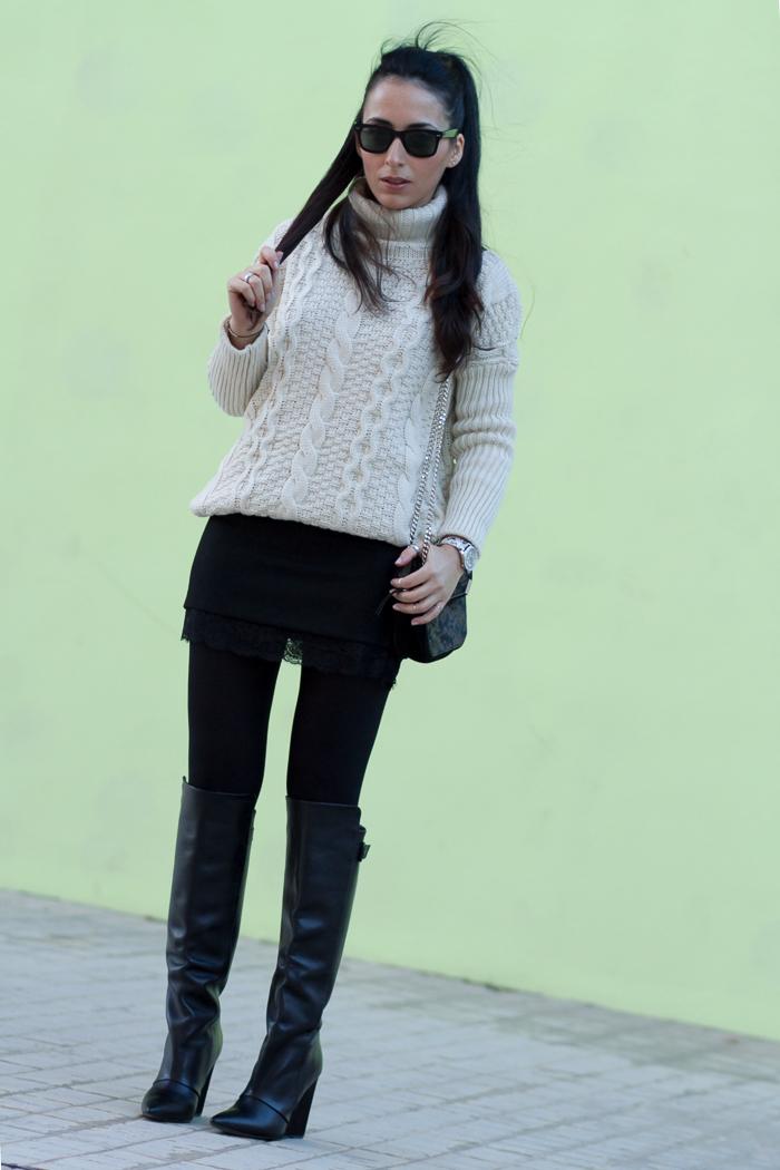Outfit en blanco y Negro combinando jersey tricot oversized Blog Moda Valencia