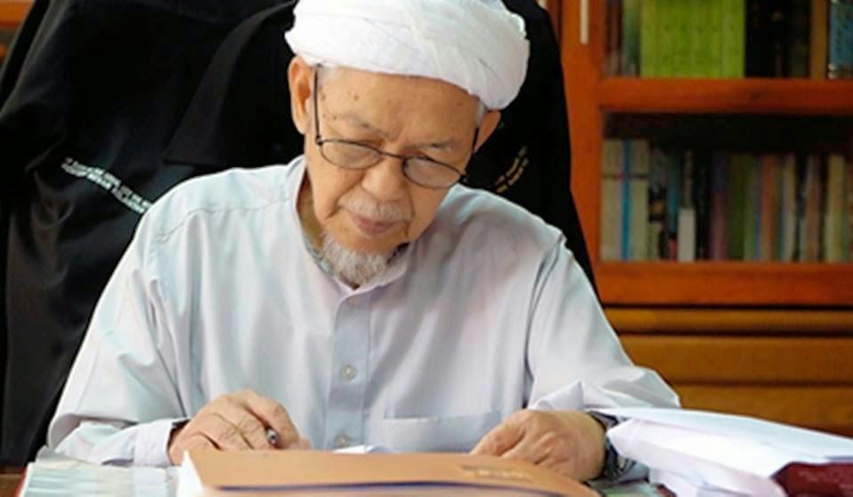 Tuan Guru Dato Nik Abdul Aziz Nik Mat meninggal dunia malam ini dalam usia  Kisah Tuan Guru Dato Nik Abdul Aziz Nik Mat