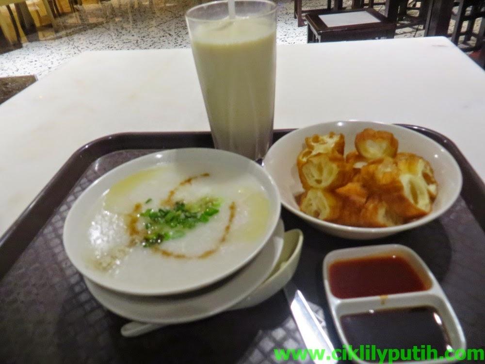 Makan Bubur Nasi Style Cina