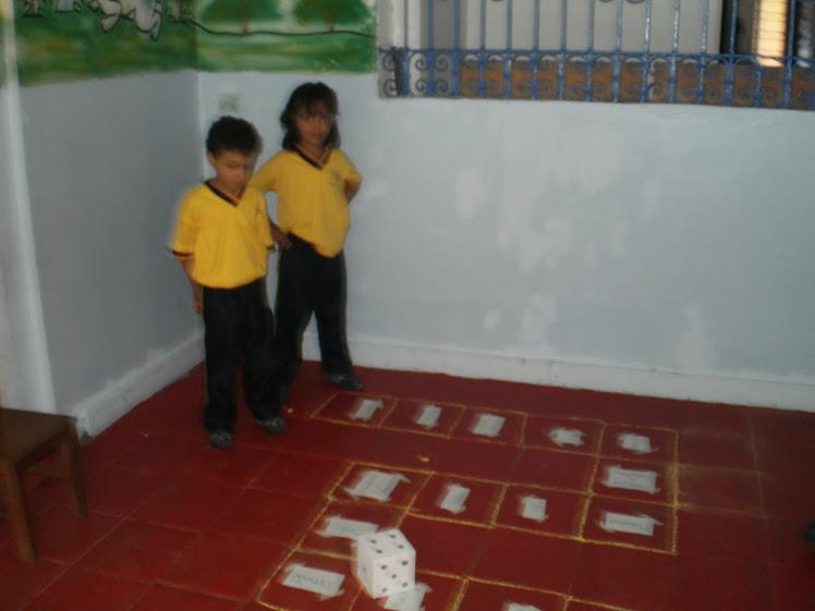 Jugando con el cubo leo y repaso ls fonemas trabjados