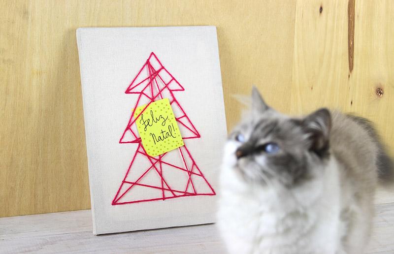 Uma árvore de natal todinha de string art!