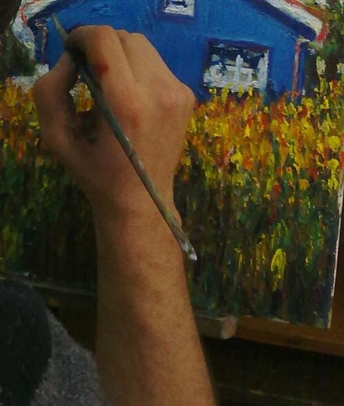 detalle de la mano con pincel