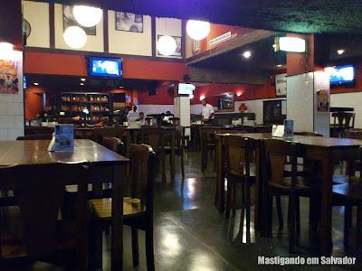 Santo Antônio Botequim: Salão interno da unidade da Pituba