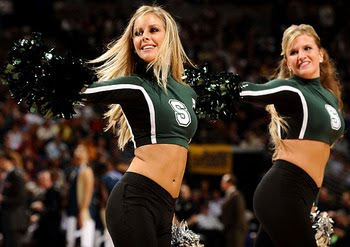 Top 10 Hot Cheerleaders of the 2011 NCAA Tournament