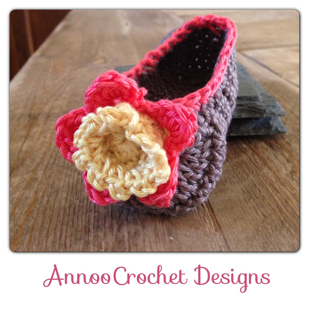 Annoo\'s Crochet World: Gardenia Flower Baby Loafers Free Pattern