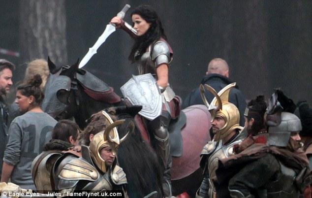 Thor: The Dark World, Jaimie Alexander es Lady Sif