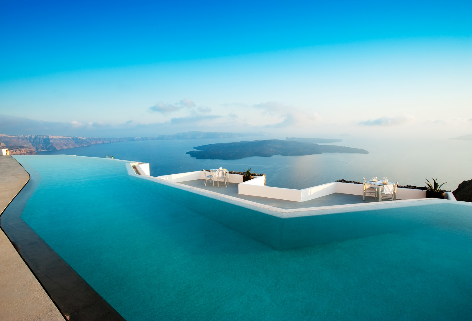 World most luxurious and expensive hotel santorini grace for Infinity swimming pools pictures