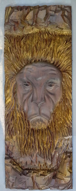 lion wood carving