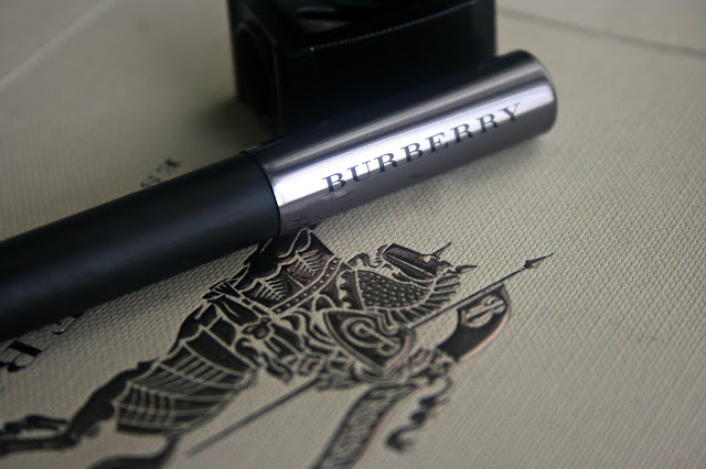 Burberry Beauty Effortless Kohl in Poppy Black Review, Photos & Swatches