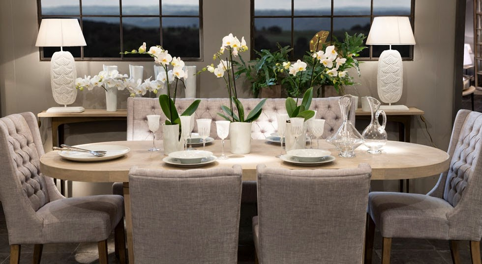 Imediterranea decoraci n interiorismo mesas sillas for Mesa y sillas tapizadas