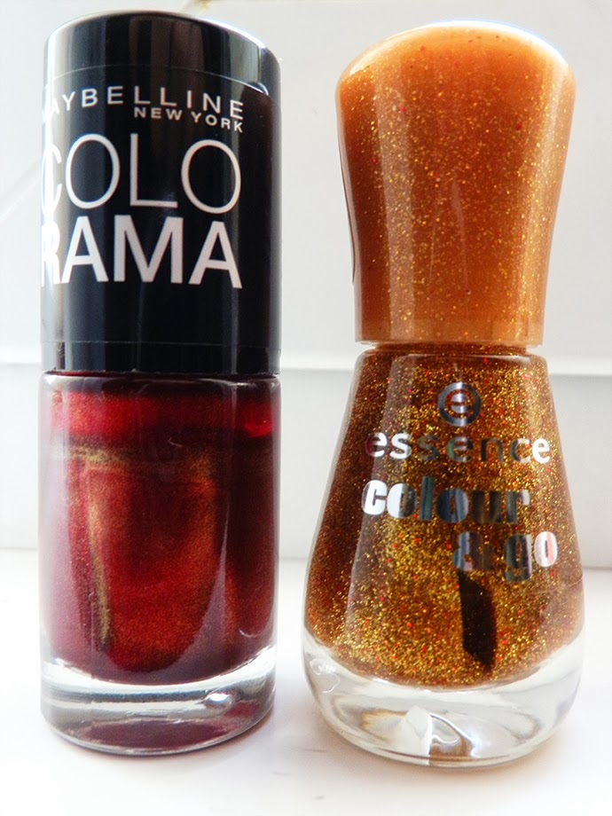 Christmas manicure idea in red and gold glitter featuring Maybelline Colorama nail polish in 145 and Essence Color & go in 121 Gold Fever