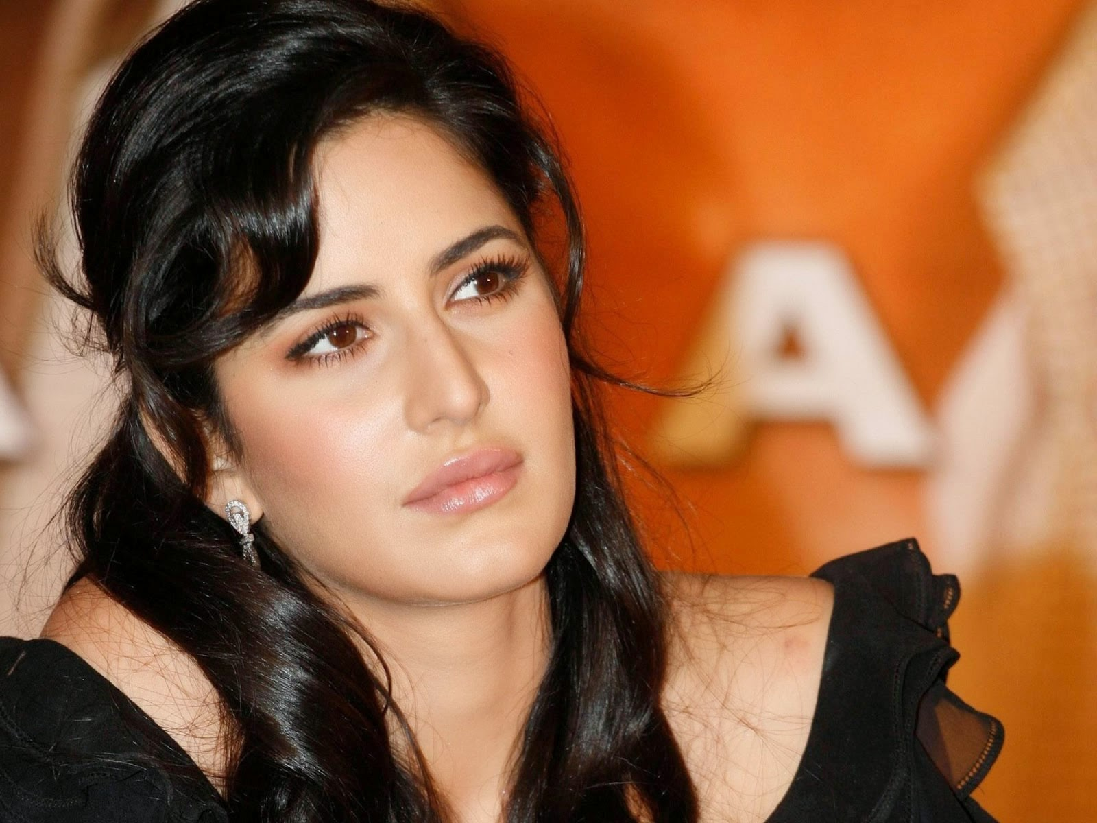 Katrina Kaif Cute Expression wallpapers