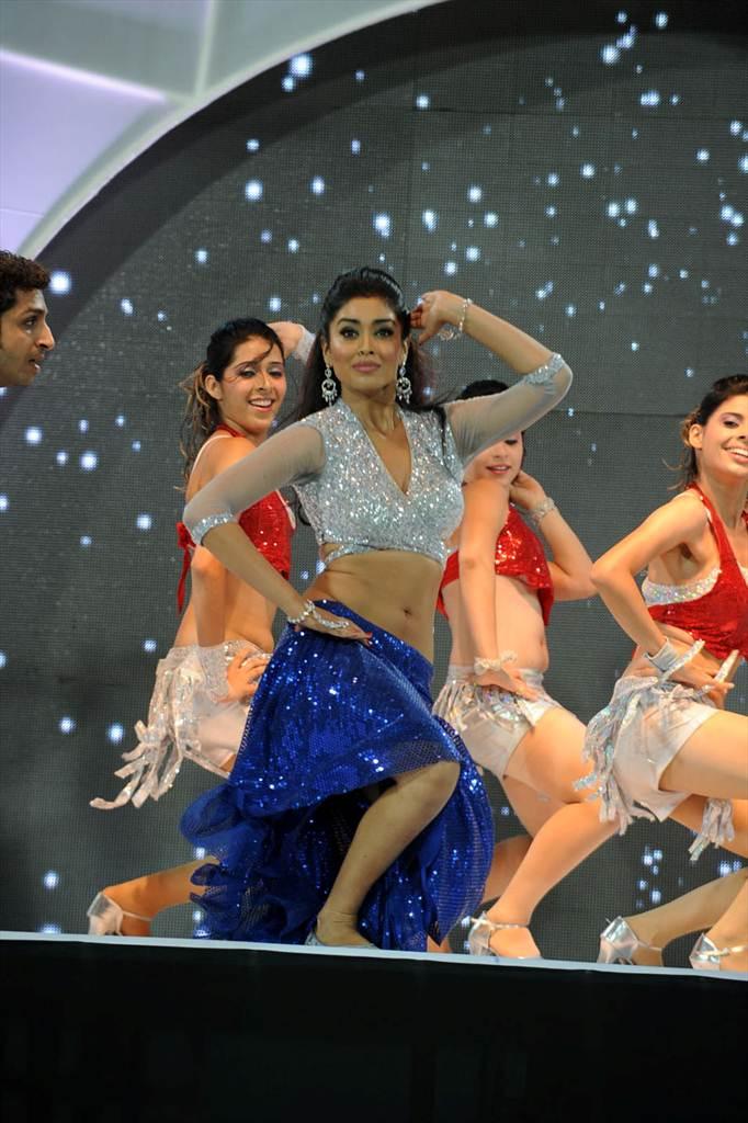 http://2.bp.blogspot.com/-TLbEU8jf6CU/Tf__ibSDrgI/AAAAAAAAIWY/LwNFPtz1svw/s1600/shriy-dancing-at-ccl-trophy-launch-15-0014indian%2Bmasala_01indianmasala.blogspot.com.jpg