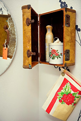 bathroom decor ideas vintage suitcase